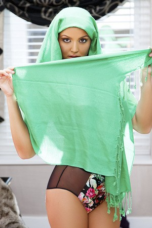 Turkish Fetish Escort in Hijab