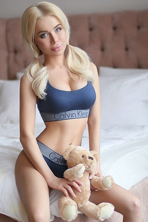 Blonde London Escort Girl Hope