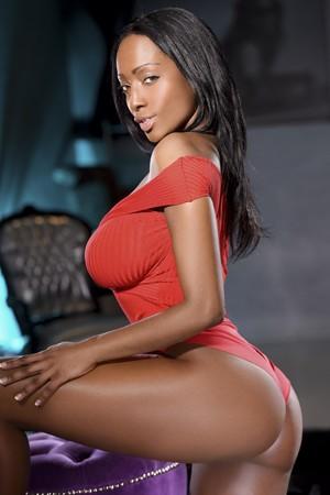 Sexy Latina Escort Linda