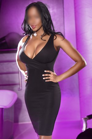 Naughty Black Escort Linda