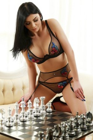 Bisexual London Party Girl Escort
