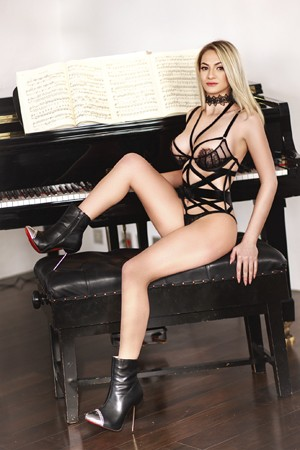 Busty Blonde Escort Girl Mimi