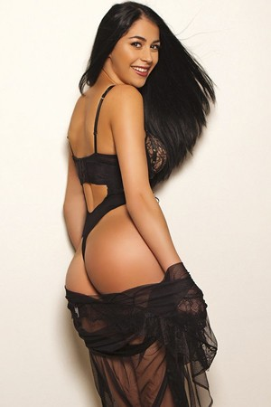 Leggy Brunette Escort Girl in E'arls Court SW5