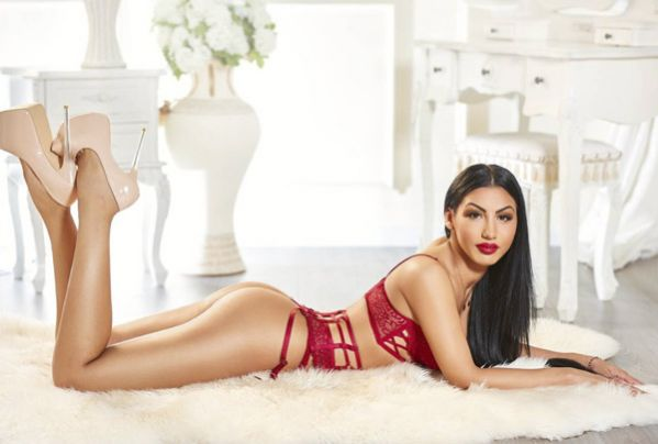 Young Striptese London Escort Girl