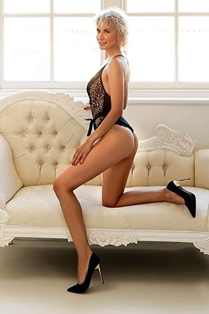 Colombian Threesome Escort Girl in Bayswater